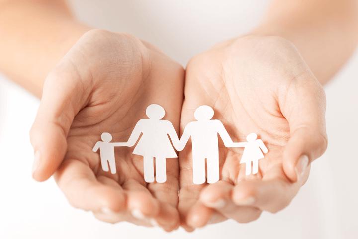 紙で作った家族のイメージ