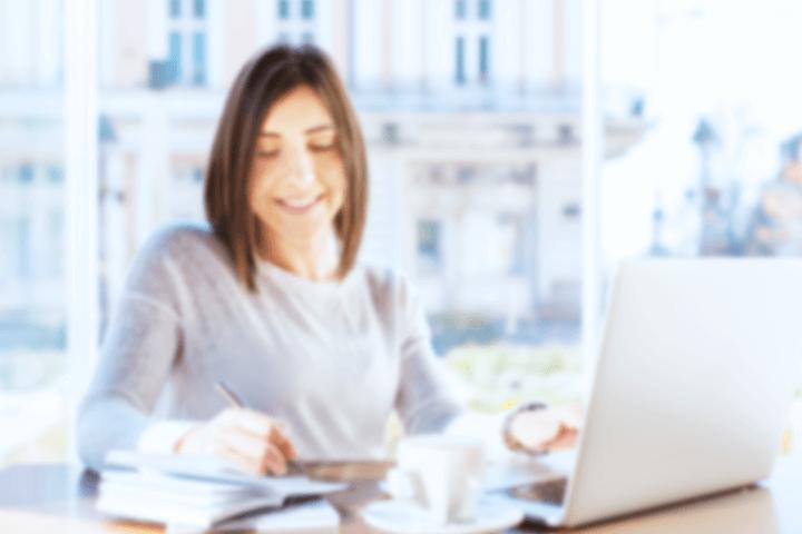 仕事を楽しむ女性