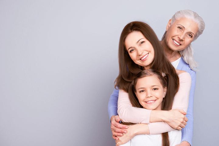 親子3世代(祖母・母・娘)