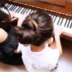 ピアノを習う子ども