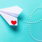 ハート印の紙飛行機