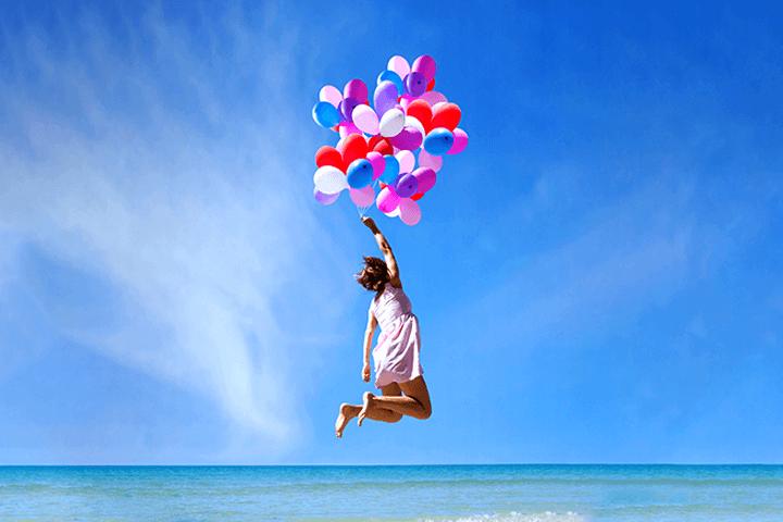 飛び跳ねる女性