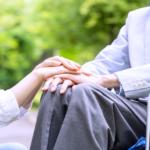 車椅子の男性 介護
