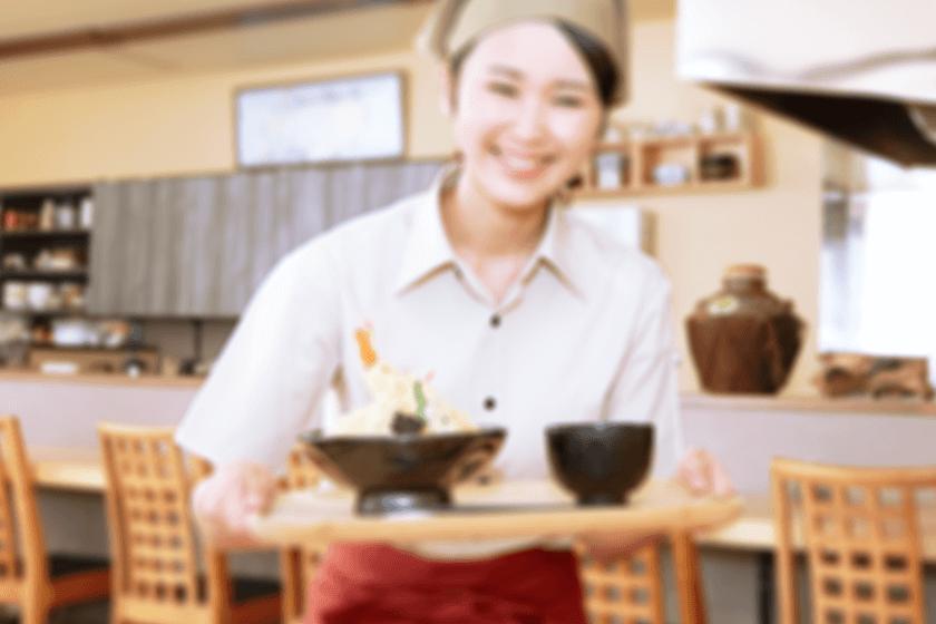 飲食店で働く女性
